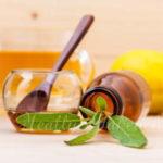 セージと蜂蜜で切り傷を治す